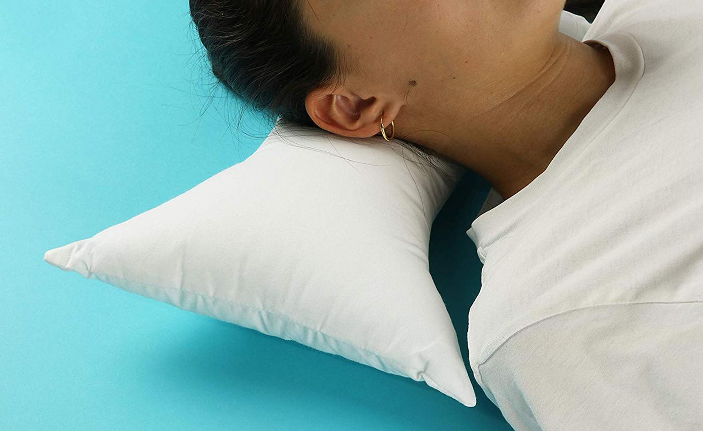Cuscino Per Dormire Seduti.Cuscini Per Cervicale Quale Scegliere Per Dormire Meglio